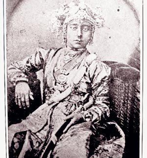 rani lakshmi bai in sanskrit Top 10 beautiful ladies in indian history :  ma hindi and sanskrit history of india & act  rani lakshmibai: rani lakshmi bai was a brahmin girlshe belonged.
